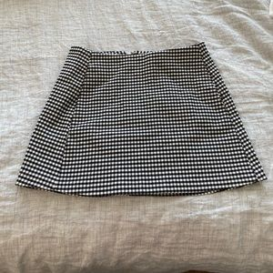 Never worn! Gingham Skirt with pockets